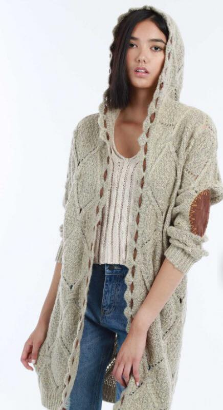 CABLE KNIT HODED SWEATER