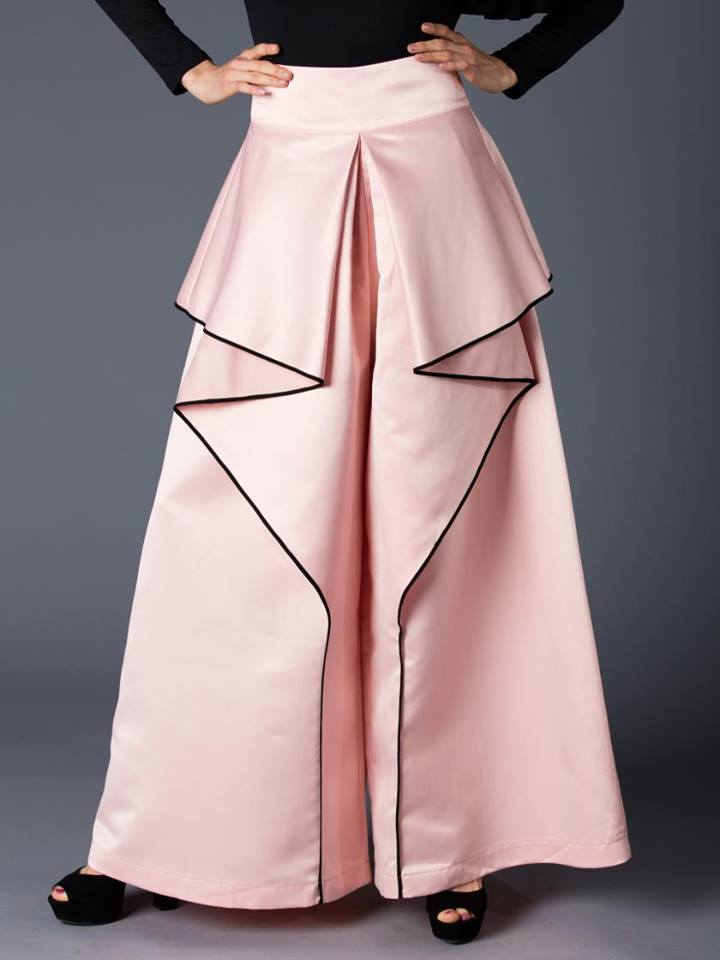 EXAGGERATED WIDE LEG PANTS