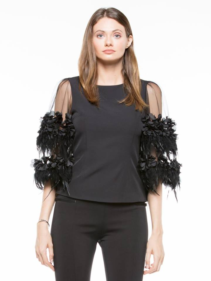 PUFF DESIGN FEATHER DETAIL TOP